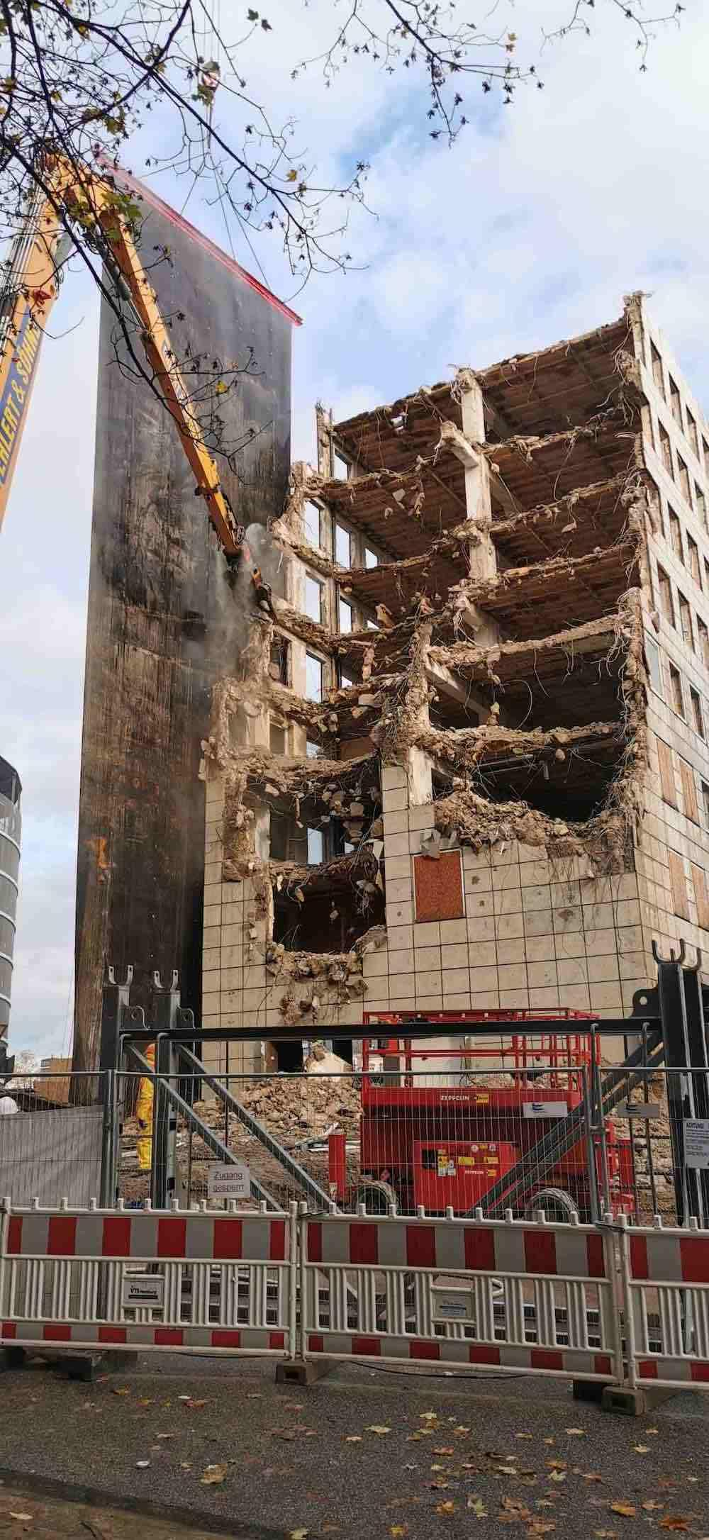 Der Abriss des City-Hofs schreitet voran und legt dabei offen, was ursprünglich war