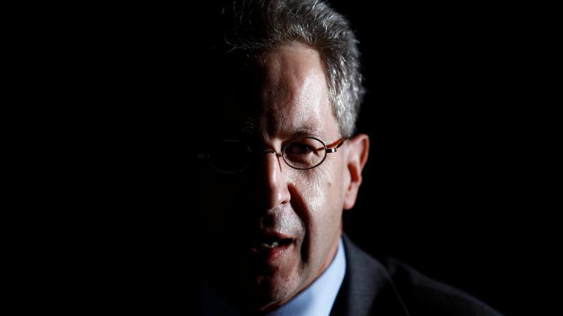 Chemnitz: Die Krise: Der damalige Präsident des Bundesamtes für Verfassungsschutz, Hans-Georg Maaßen, wurde nach umstrittenen Äußerungen im Zusammenhang mit den Demonstrationen entlassen.