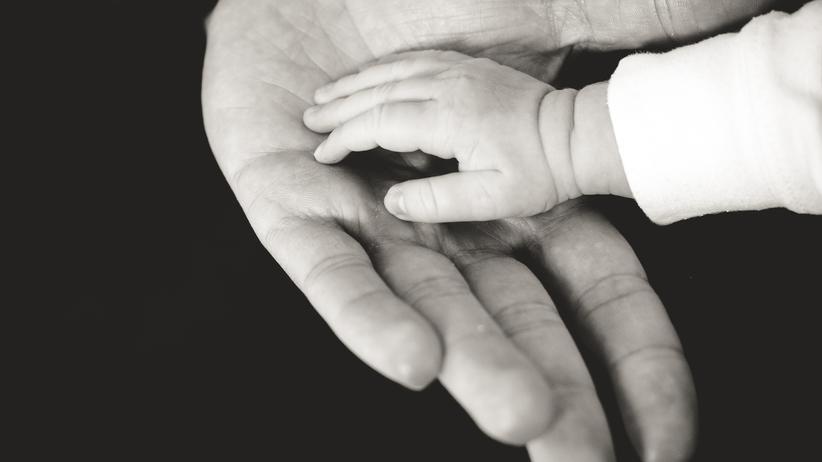 """""""Zur Welt kommen"""": Eltern wagen sich ins Ungewisse"""