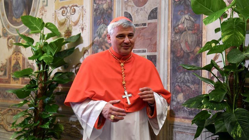 """Vatikan: Konrad Krajewski steht für eine """"arme Kirche für die Armen"""" und erntet dafür Kritik von den Rechten."""