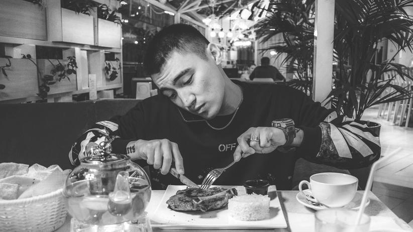 Gemeinsam essen: Entschuldigung, sind Sie ganz alleine hier?