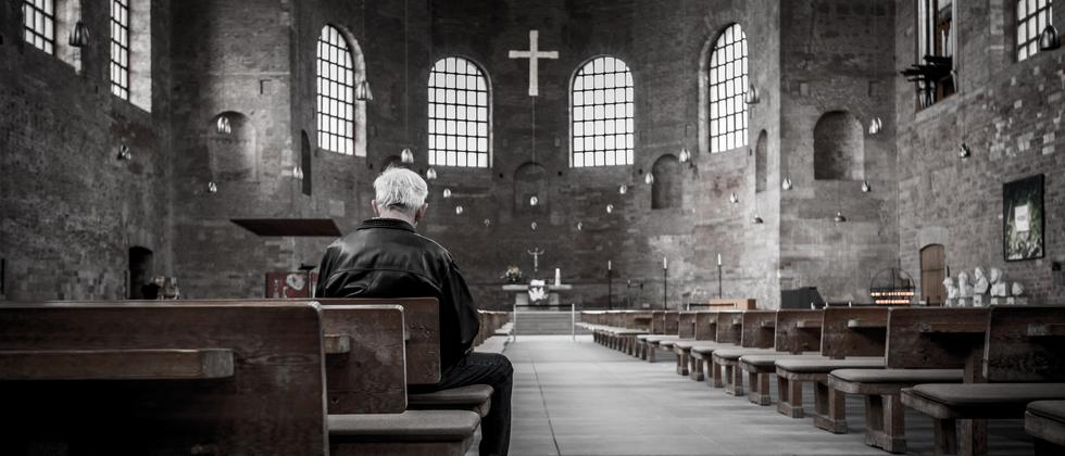 Kircheneintritt: 4 gegen 400.000