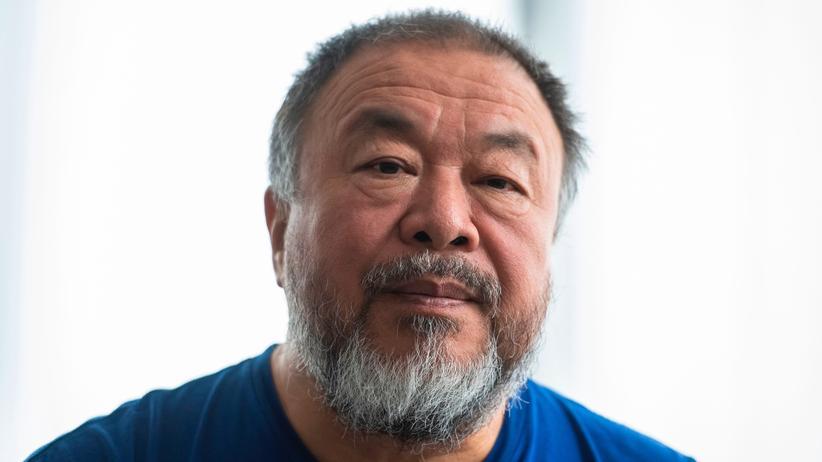 """Ai Weiwei: Ihn bringe die """"seltsame geistige Schwerfälligkeit"""" und """"Regelhörigkeit"""" der Deutschen um den Verstand, sagt Ai Weiwei."""