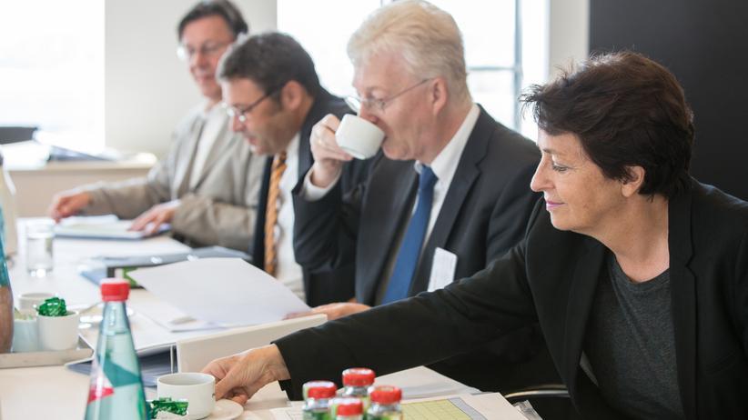 Im Diskurs: Die Jury bei der entscheidenden Sitzung im September 2015