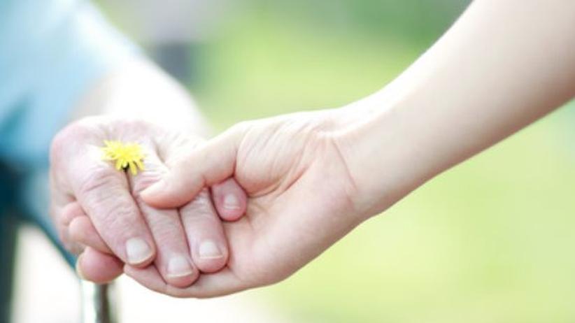 Pflegefall Eltern - eine Gefahr für die Beziehung?