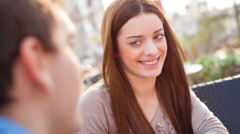 Frauen anschreiben: 7 Tipps für die erste Nachricht beim Online-Dating. Erste Worte, die begeistern!