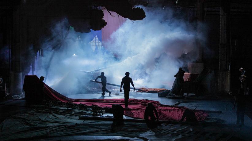 Musiktheater / Deutsche Erstaufführung: Geschichte schreiben, als sei nichts passiert