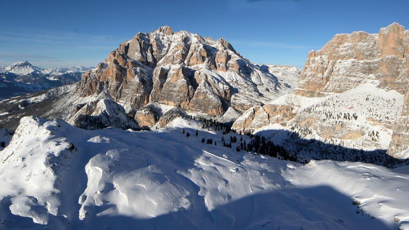 Gipfelriesen im Spalier: Gebirgsjäger – Skirunde (Alta Badia)