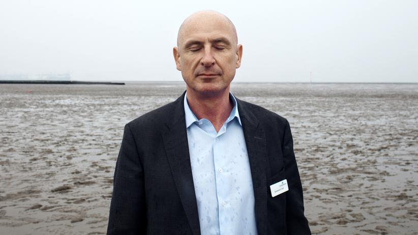 Arbeitswelt: Sebastian Schmidt, Hoteldirektor des Hotel Deichgraf, nahe dem Hotel im Watt