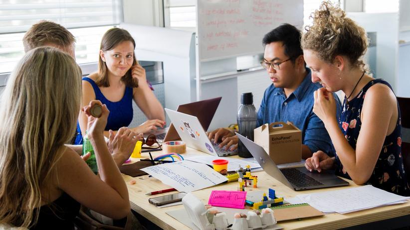 Arbeitsbedingungen: In Start-ups arbeiten vor allem junge Menschen, für viele ist es der erste Job nach der Uni.