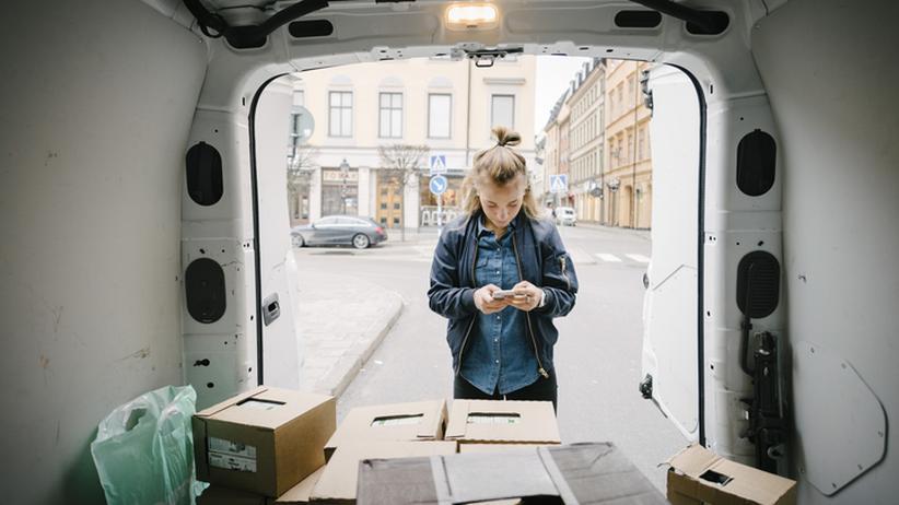 Amazon Flex: Die App teilt Schichten zu, scannt die Pakete und spuckt den Weg zum Kunden aus.