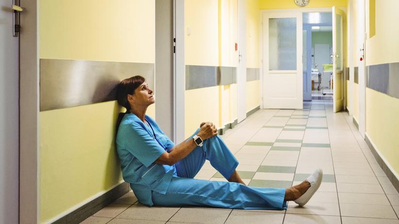 """Arbeitsbedingungen im Krankenhaus: """"In den allermeisten Fällen treffen hoch motivierte Menschen, die ihren Beruf als sinnstiftend und erfüllend empfinden, auf Arbeitsbedingungen, die sie überfordern"""", sagt Michael Isfort."""