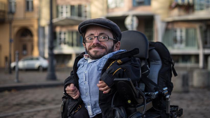 Einkommen: Finanziell gehe es ihm viel besser als den meisten Menschen mit Behinderung, sagt Raul. Fürs Alter zu sparen schafft er trotzdem nicht.