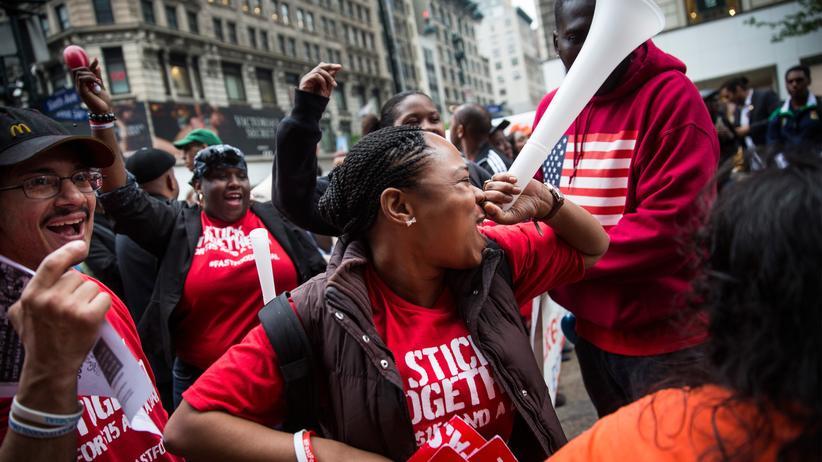 USA: Pizzaverkäuferin Shantel Walker auf einer Demo