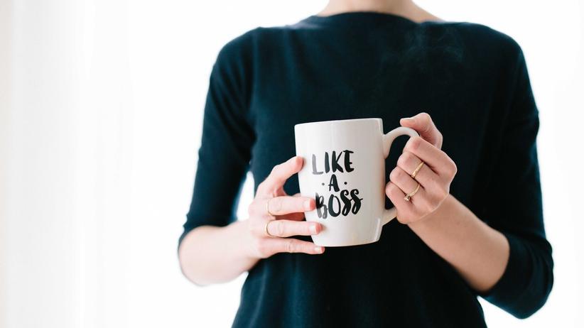 """Sexismus: Sitzen Frauen wirklich im Chefsessel oder werden sie nur als """"bossy"""" bezeichnet, sobald sie Ehrgeiz zeigen?"""