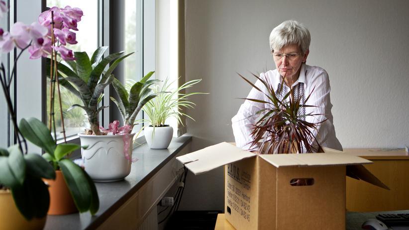 Rente:  Aktenschränke, Büropflanze, und was kommt danach? Hannelore Kix, 64, hat die ersten Monate ihrer neuen Lebensphase schon durchgeplant.