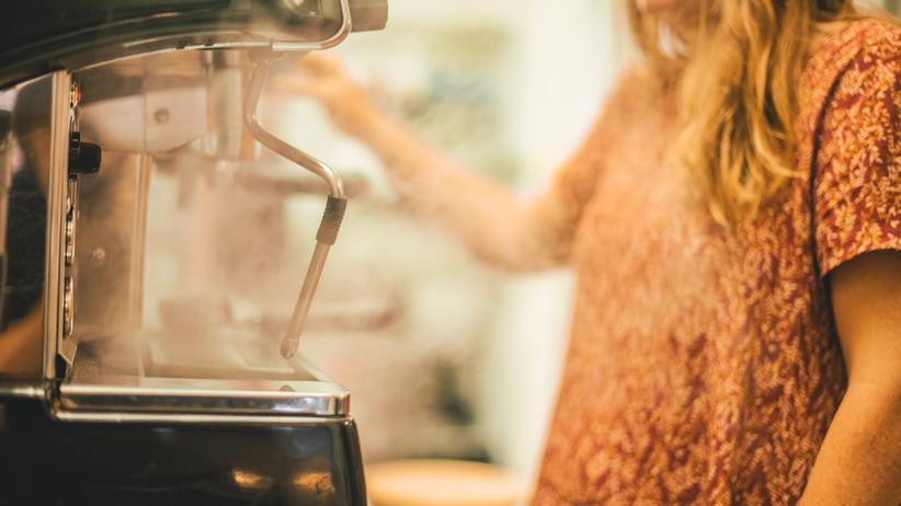 """Selbstständigkeit: """"Erwachsene Männer können den Tränen nahe sein, wenn der Kaffee nicht die richtige Temperatur hat"""", sagt Ex-Cafébesitzerin Elke Conrad."""