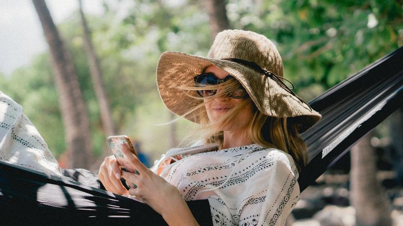 Digitale Nomaden: Freelancer, die auf Palmen starren
