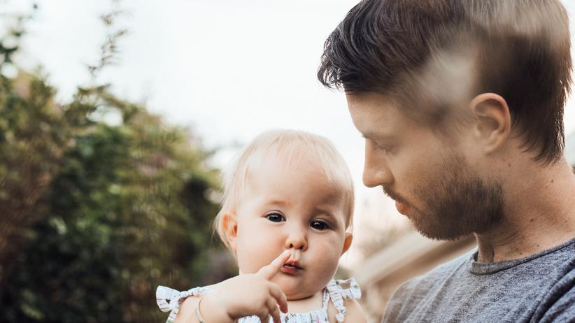Gleichberechtigung: 94,2 Prozent aller Väter können mit sehr hoher Wahrscheinlichkeit ihre Kinder nie nachmittags vom Kindergarten oder aus der Schule abholen. Weil nur 5,8 Prozent aller erwerbstätigen Väter in Deutschland in Teilzeit arbeiten.