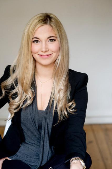 Künstliche Intelligenz: Dr. Julia Shaw, 31, ist Gedächtnisforscherin am University College London, Psychologin und Autorin. Sie beschäftigt sich mit künstlicher Intelligenz und dem menschlichen Erinnerungsvermögen. Mit ihrer Erfindung des Chatbots Spot will sie Belästigung und Diskriminierung transparent machen.