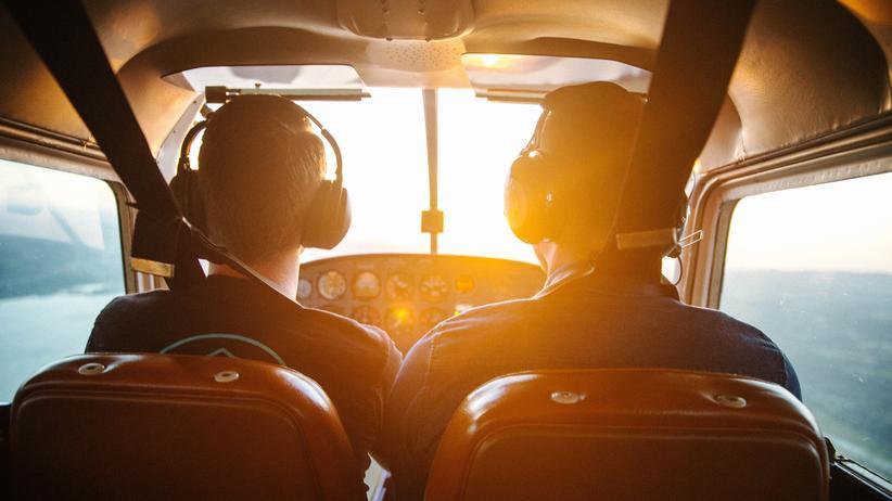 """Pilot: """"Ich esse oft aus der Tupperdose während des Fluges"""""""