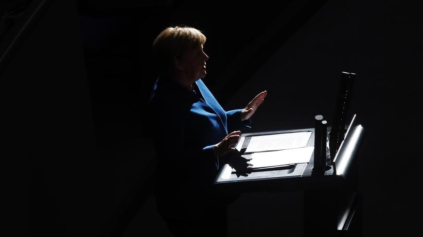 """Feminismus: """"Es gibt keine Vorbilder für weibliche Macht"""", sagt die Historikerin Mary Beard. """"Auch Angela Merkel gibt vor, ein Mann zu sein, in der Art, wie sie sich anzieht und wie sie redet."""""""