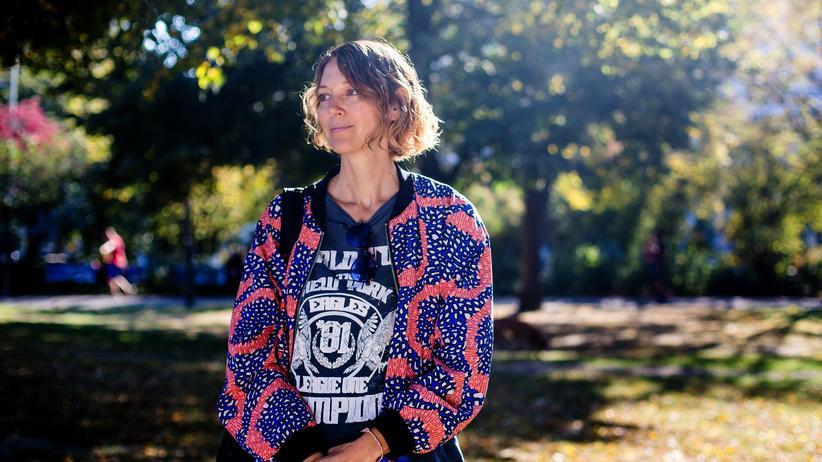 Selbstverwirklichung: Mirian Lamberth, 49, war unter anderem Kreativdirektorin bei Tommy Hilfiger. Damals war sie bis spät abends im Büro und ständig auf Dienstreisen. Heute arbeitet sie als Gesundheitscoach nur so viel, dass sie genug Geld für den Monat hat.