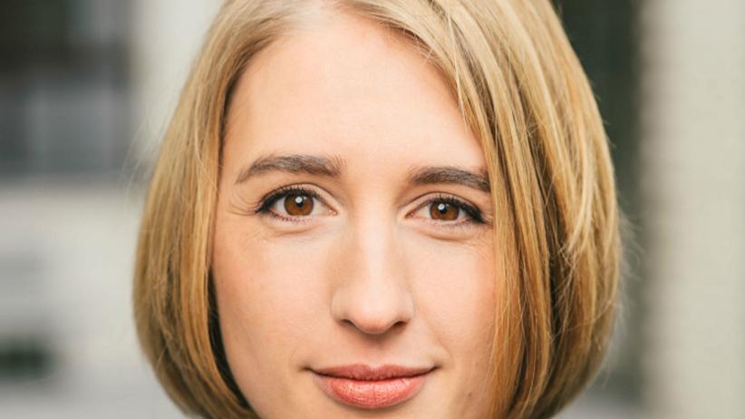 """Carolin Silbernagl: """"Ich habe mich immer gefragt, was es mit dieser Wochenendfixierung auf sich hat. Manchmal freue ich mich auch auf die Arbeitswoche"""", sagt Carolin Silbernagl von Betterplace im Podcast."""