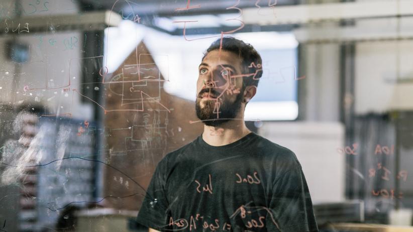 Künstliche Intelligenz: Machen uns Algorithmen dümmer, als wir sind?
