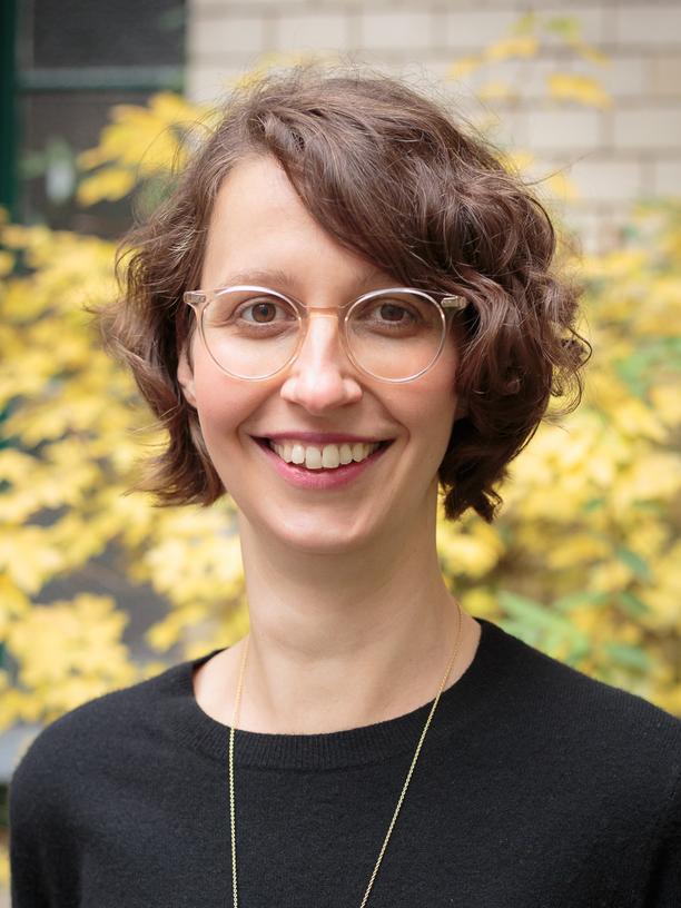 Sally Maria Ollech ist Mitglied der Geschäftsleitung bei Diversicon. Die Firma begleitet Autistinnen und Autisten mit Kursen, Coachings und Beratung. Auch vermittelt sie autistische Fachkräfte an Unternehmen. Ollech studierte BWL und Geographie in Lüneburg und gründete mit querstadtein einen Anbieter von alternativen Stadtführungen in Berlin.