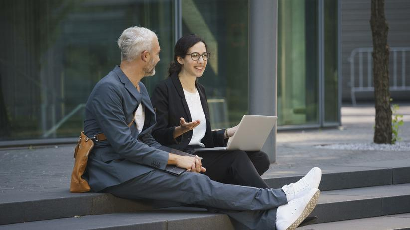 """""""Work Spouse"""": Jeder braucht einen Arbeitsehemann"""