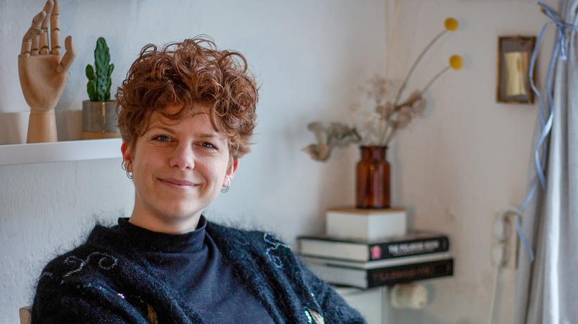 Grafikdesignerin: Jule Richter ist Grafikdesignerin in Berlin-Kreuzberg. Sie ist mit ihrem Einkommen zufrieden, aber will nicht nur von einem großen Kunden abhängig sein.