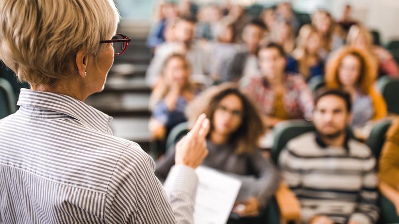 Mobbing: Eine Professorin aus Klagenfurth steht deshalb vor Gericht.