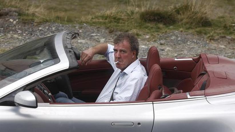 """""""Top Gear""""-Moderator Jeremy Clarkson in einem Aston Martin, den er in seiner BBC-Show fährt, 300 km nordwestlich von Bukarest"""
