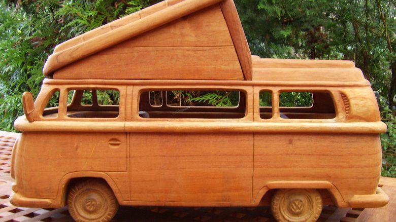 auto modelle holzautos aus dem dschungel zeit online. Black Bedroom Furniture Sets. Home Design Ideas