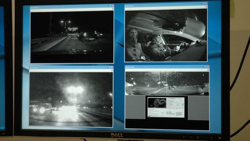 Unfallforscher werten Kamera-Aufnahmen von Autofahrten im Rahmen des Projekts Euro-FOT aus