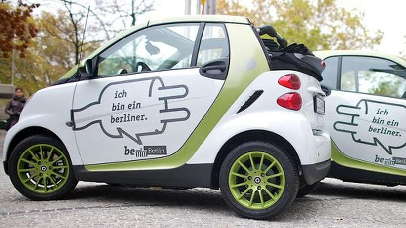 Berlin will führendes Zentrum für Elektromobilität werden – ein entsprechendes Logo auf Elektro-Smarts ist Teil der Kommunikationskampagne
