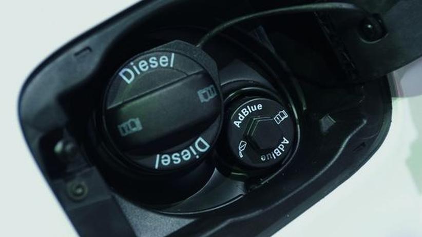 Die Einfüllöffnung für die AdBlue-Lösung bei einem Dieselfahrzeug