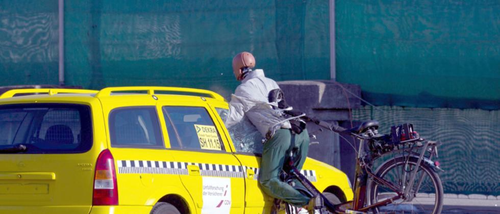 Die Unfallforschung der Versicherer testete Fahrräder mit Elektromotor in Crashtests