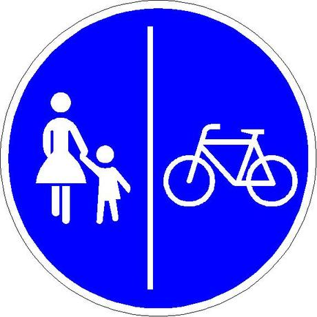 Fahrradfahrer: Verkehrsschild für einen getrennten Fuß- und Radweg