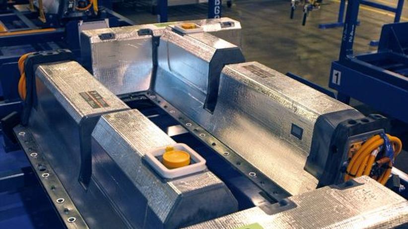 Ein Akku für das Elektroauto Chevrolet Volt liegt im GM-Werk in Detroit bereit zum Einbau in ein Fahrzeug.