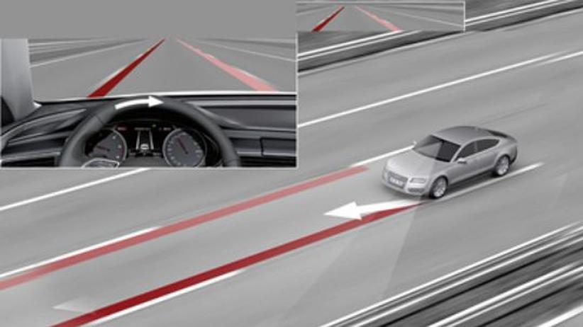 Fahrer-Assistent in einem Auto von Audi: Verlässt der Fahrer die Spur, lenkt das System leicht gegen.