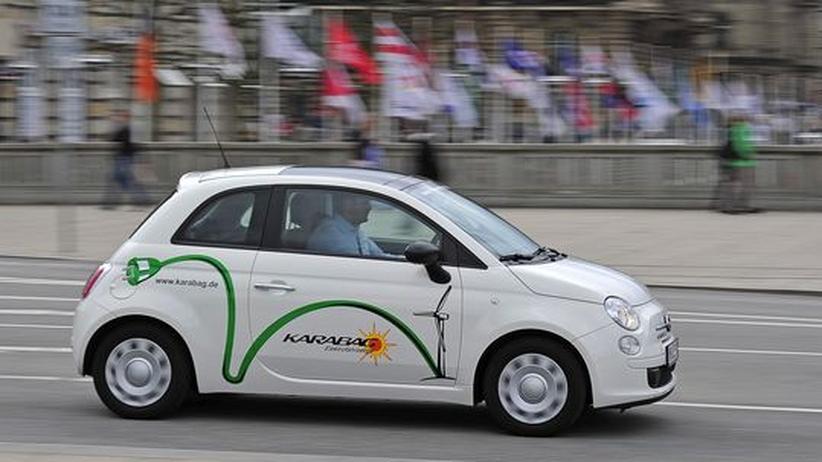 Der New 500e von Karabag ist ein Fiat 500, dessen Verbrennungsmotor durch einen Elektroantrieb ersetzt wurde.