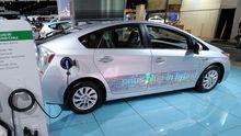 Ein Toyota Prius Plug-in-Hybrid auf der Automesse in Detroit im Januar 2012 (Archivbild)