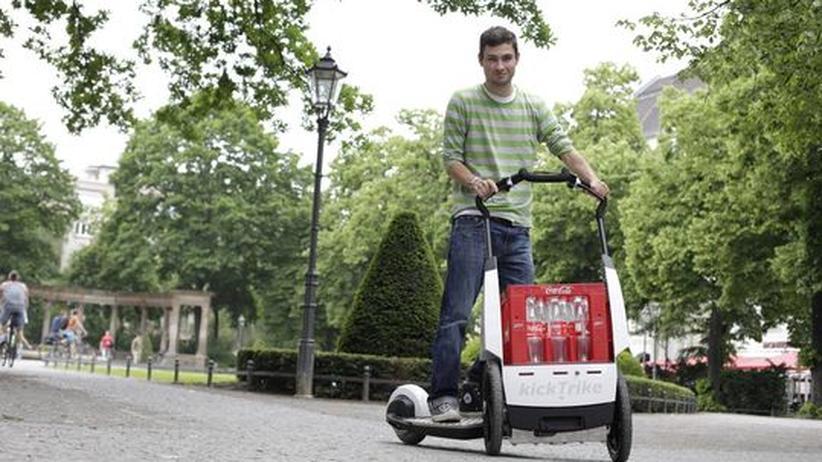 Elektromobilität: Auf diesem Elektro-Tretroller kann man Kühlschränke transportieren