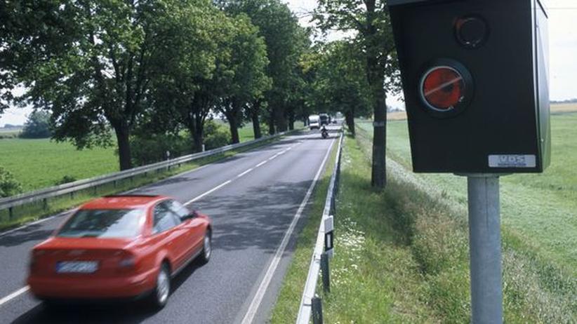 Eine Radaranlage an einer Landstraße