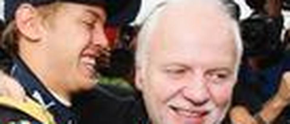 Sebastian Vettel und sein Vater Norbert feiern den ersten Grand-Prix-Erfolg