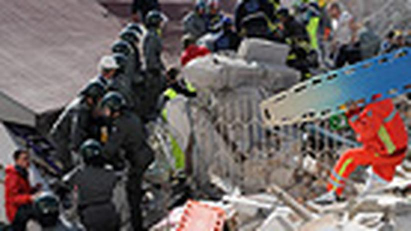 Erdbeben in Italien: L'Aquila liegt in Schutt - Mehr als 100 Tote