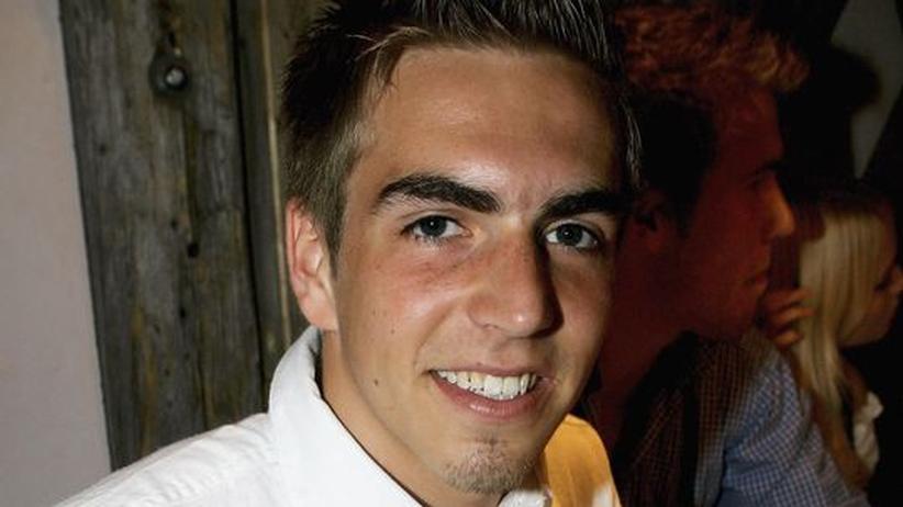 Philipp Lahm: Philipp Lahm freut sich über die Hilfe vom Verein