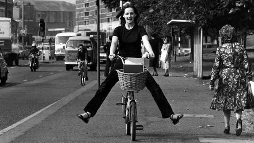 Eine Radfahrerin